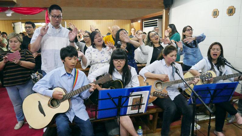 Inmigrantes católicos en Japón celebran Pentecostés