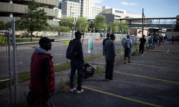 Pandemia acentúa disparidades a lo largo de líneas raciales, étnicas